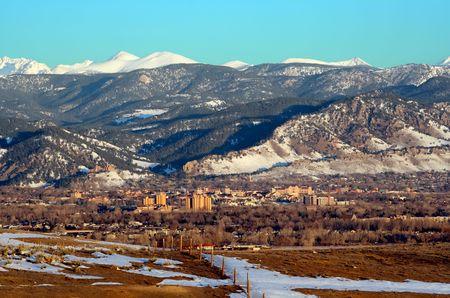 Eingebettet zwischen den Ausläufern der Rocky Mountains.