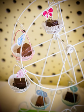 the small cakes are decorated on the on the ferris wheel