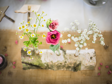 The table decoration at the wedding, peonies and daisies Archivio Fotografico
