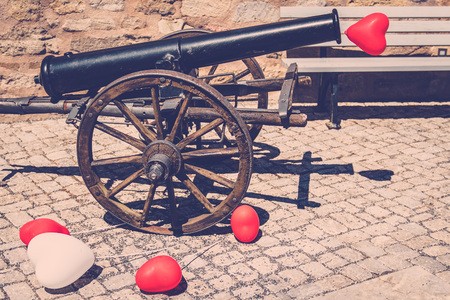 The cannon with red and white balloons in a vintage look for a wedding or in love