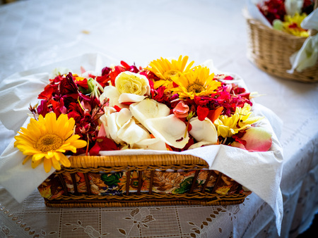 Flower basket, petals and flower girl, for wedding, basket braided and colorful petals
