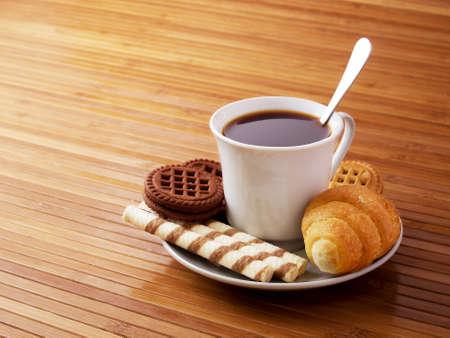 cafe bombon: El café y el pastel, así como una comida por la mañana