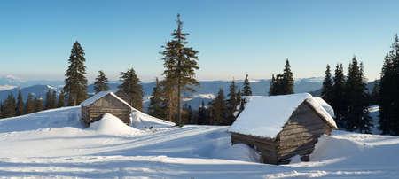Haus im Winter Tal Schöne Winterlandschaft Standard-Bild
