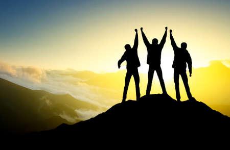 Gewinner-Team auf Berggipfel Sport und aktives Leben