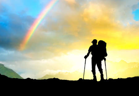 Silhouette von Touristen auf der Oberseite Sport und aktives Leben