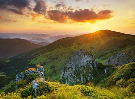 paisaje natural: High rocks during sunset. Beautiful natural landscape