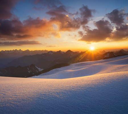 paisaje natural: High mountain during sunrise. Beautiful natural landscape