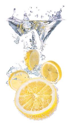 Zitronen und Wasserspritzen. Gesundes und leckeres Essen