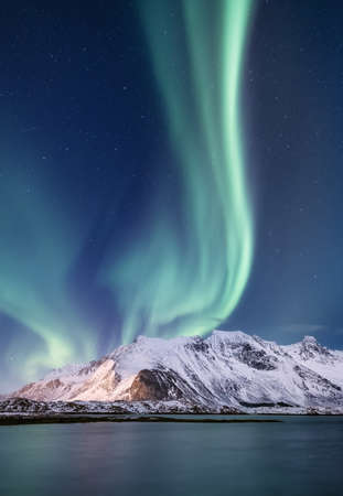 Northen light under mountains. Beautiful natural landscape in the Norway Archivio Fotografico