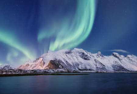 Northen light under mountains. Beautiful natural landscape in the Norway 스톡 콘텐츠
