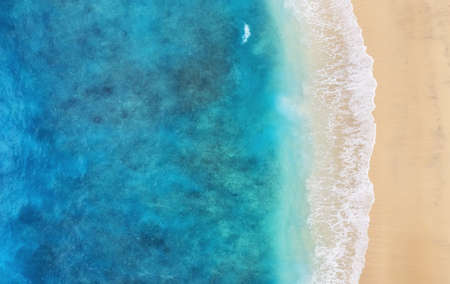 Beach as a background from top view. Turquoise water background from top view. Summer seascape from air. Bali island, Indonesia. Travel - image Banque d'images
