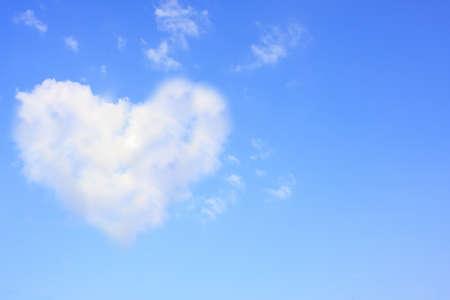 corazones azules: Coraz�n en el cielo podr�a ser utilizado como un fondo.