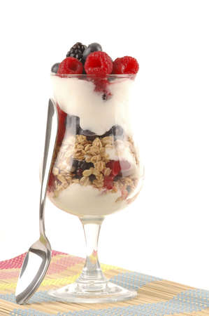 Delicious parfait with mixed berries and yogurt. Imagens