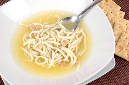 自家製チキン ヌードル スープのボウル。 写真素材