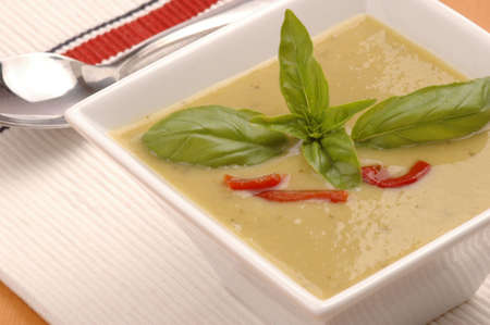 Bowl of delicious asparagus soupgarnished with basil. Imagens - 2429480