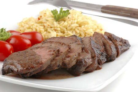 Sliced teryaki steak with rice pilaf and tomatoes. Imagens - 2445301