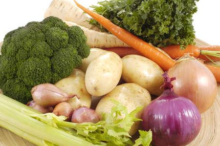 root vegetables: Colorful variet� di ortaggi freschi in una ciotola.