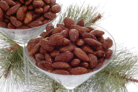 Glasses filled with delicious roasted and spiced almonds. Imagens - 2472373