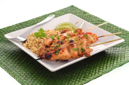 Delicioso pollo asado se sirve con arroz salvaje.  Foto de archivo - 3334370