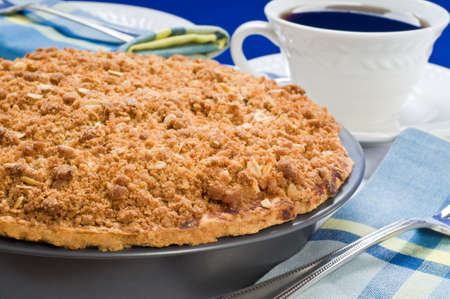 Delicious homemade apple pie served with coffee. Imagens - 3996211