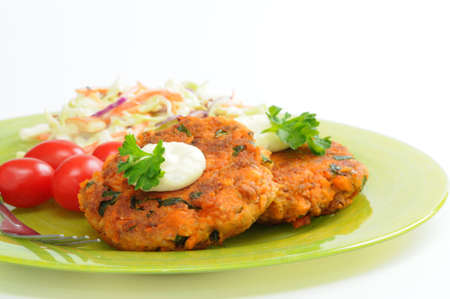 Fresh homemade salmon cakes served with vegetables. Stok Fotoğraf