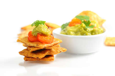Crackers topped with fresh guacamole and cilantro. Imagens - 7718930