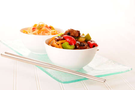 Delicious healthy oriental stirfry in white bowls. Imagens