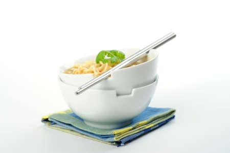Aluminum chopstick on bowls of oriental style noodles. Imagens - 8534276