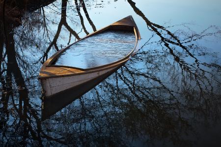 水中にボート