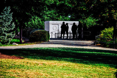 Silhouettes of tourists visiting the Tomb of the Unknown Soldier at Arlington National Cemetery in Virginia. Stock Photo