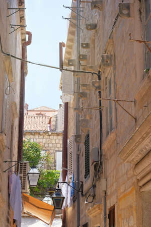 Between walls of houses. Passage between walls to the old town, the historical part of the city. Summer in Croatia, Dubrovnik. Фото со стока