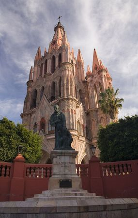 friar: Statue of Friar Juan de San Miguel in front of Parroquia Church, San Miguel De Allende, Mexico r