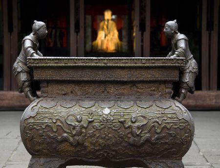 liu: Ornate Iron Pot Liu Bei Statue, Wuhou Memorial, Three Kingdoms, Temple, Chengdu, Sichuan, China