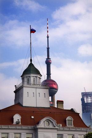 ロシア領事館テレビ タワー上海中国再送信 - の校閲者からのコメントに応えてさらにノイズを低減し、シャープにフォーカスするイメージを処理し 報道画像