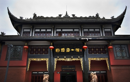 chengdu: Bai Yun Si White Cloud Taoist Temple Number One Chengdu Sichuan China Front of Temple   Stock Photo