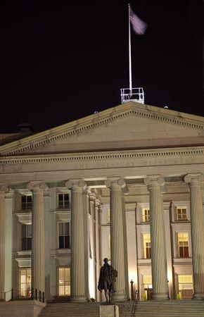 米国財務省アレキサンダー ハミルトン像ワシントン DC  校閲者からのコメントに応えて - 再送信はさらにノイズを低減しシャープにフォーカス、照