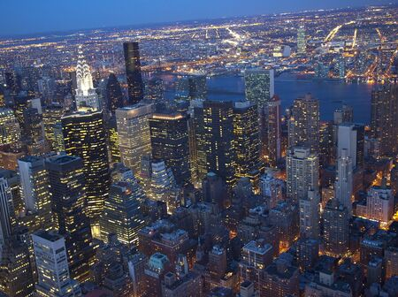 New York City Skyline East River Chrysler Building Wielka Noc NationsResubmit - W odpowiedzi na uwagi recenzenta są poddawane dalszemu przetwarzaniu obrazu w celu zmniejszenia hałasu, wyostrzający skoncentrowane i dostosować oświetlenie.