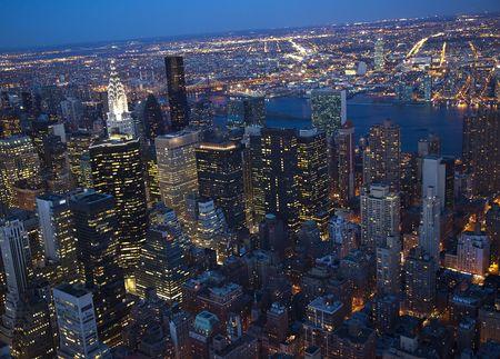 ニューヨーク都市スカイライン東川クライスラービル夜連合 NationsResubmit - の校閲者からのコメントに応えてさらにノイズを低減しシャープにフォー