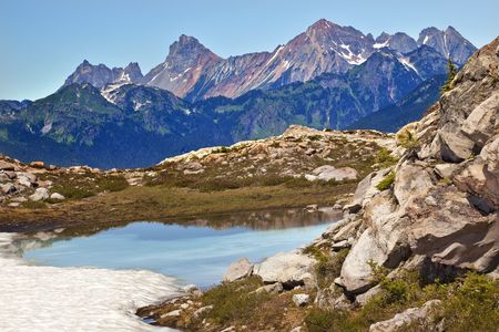 Red Mountains Small Blue Snow Pond Artist Point Mount Baker Highway Green Grass Heather Stock Photo - 8060482