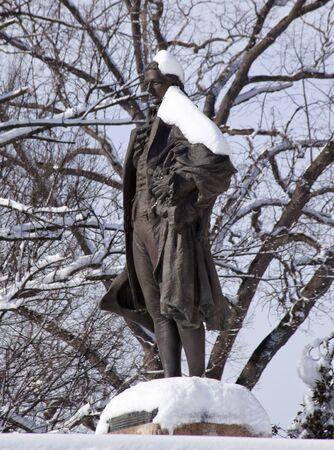 alexander hamilton: Alexander Hamilton statua Pennsylvania Avenue anteriore del Dipartimento del tesoro dopo la tormenta Washington DC