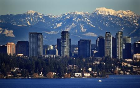 bellevue: Bellevue Lake Washingtonn, Snowy Cascade Mountains Seattle Washington State Pacific Northwest