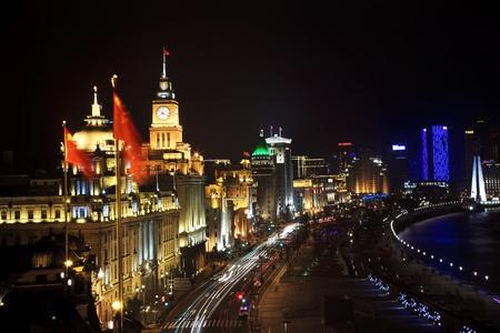 Bund, Stare częściÄ… Shanghai, W nocy z samochodów  Zdjęcie Seryjne