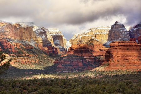 Boynton Red Rock White Canyon Snow Clouds Green Trees Sedona Arizona Archivio Fotografico