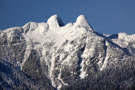 Vancouver Skyline Snowy dwóch Lions Snow górach Kolumbii Brytyjskiej Pacific Northwest