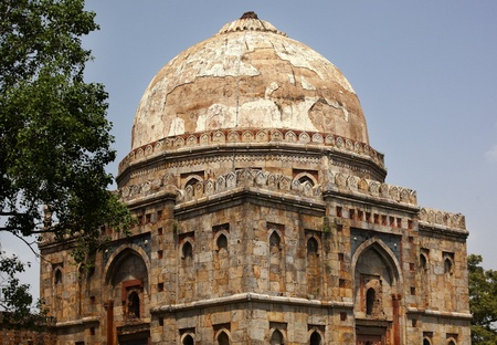 Large Ancient Dome Bara Gumbad Tomb Lodi Gardens New Delhi India Tomb of Significant Figure in Lodi Period 免版税图像