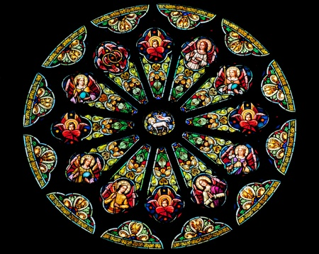 basilica di san pietro: Rose Stained Glass Window San Pietro e Paolo Chiesa cattolica Completato 1924 San Francisco Stained Glass California Rappresenta Agnello di Dio davanti al Trono di Dio Circondato dalle 12 trib� di Israele 12 Apostoli Archivio Fotografico