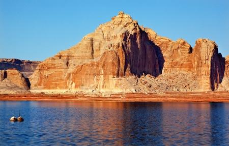 castle rock: Castle Rock Reflexi�n Wahweap Bay Lake Powell Glen Canyon �rea de Recreaci�n de Arizona