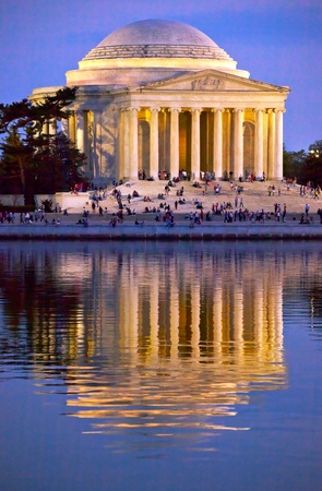 cerezos en flor: Jefferson Memorial y el Tidal Basin en abril con la reflexi�n Editorial
