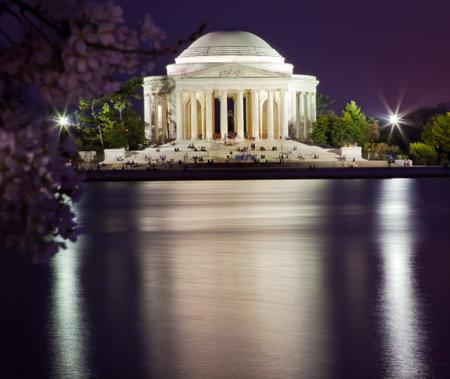 fleurs de cerisiers: Jefferson Memorial Cherry Blossoms Statue et Tidal Basin en Avril avec la r�flexion
