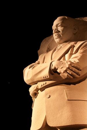 Martin Luther King Jr. Memorial Statue Venus und Sterne, Nacht, Washington DC ist Bildhauer Lei Yixin Standard-Bild - 13481957